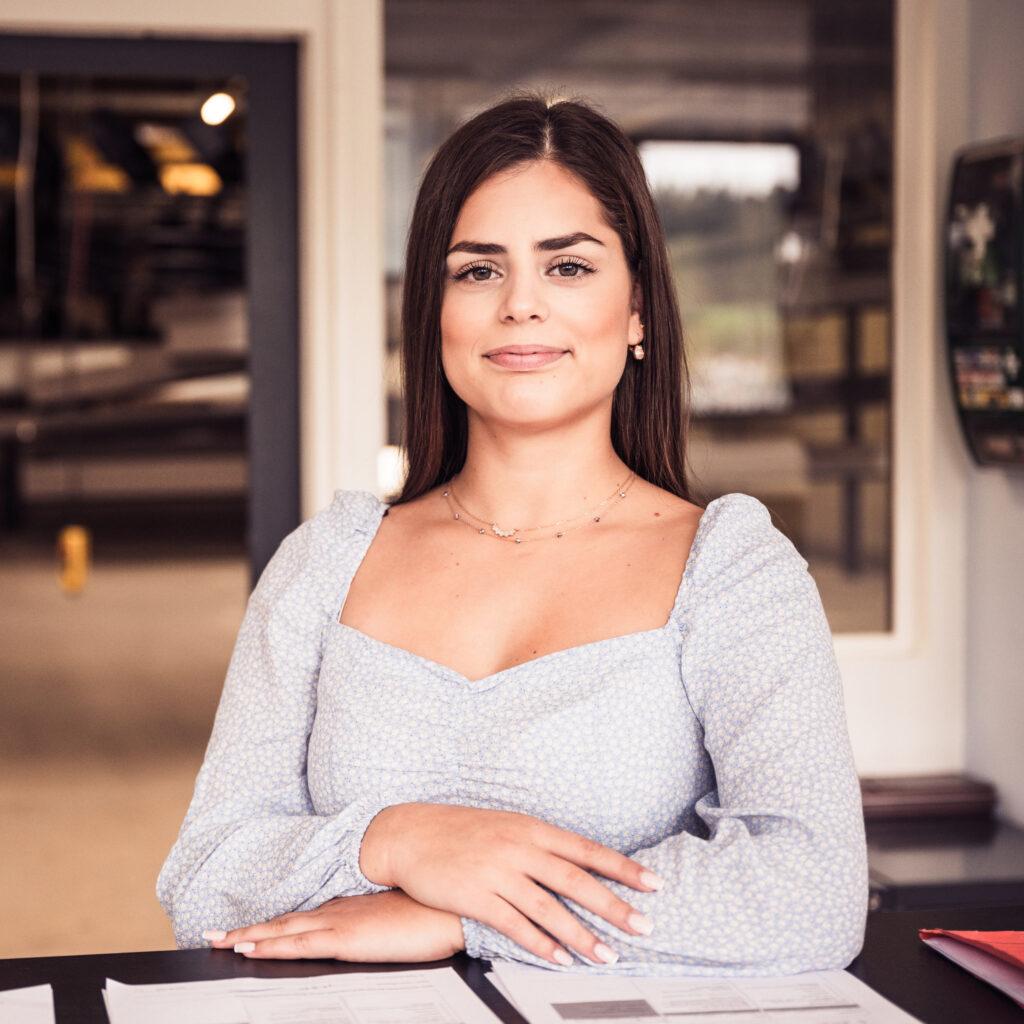 Frau Valerjana Deda, Avor/Administration
